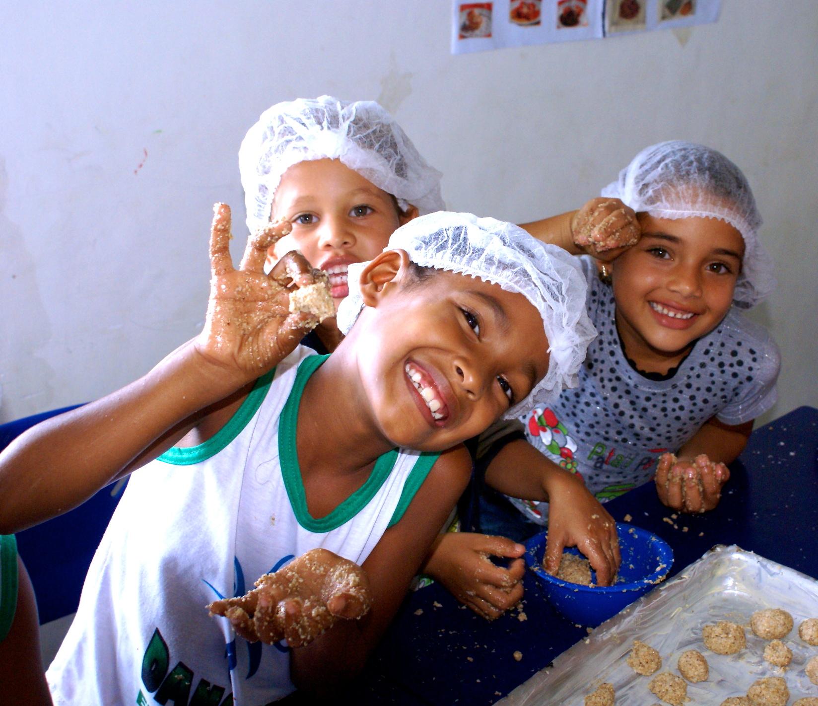 Im Kochunterricht lernen die Kinder alles über gesunde Ernährung