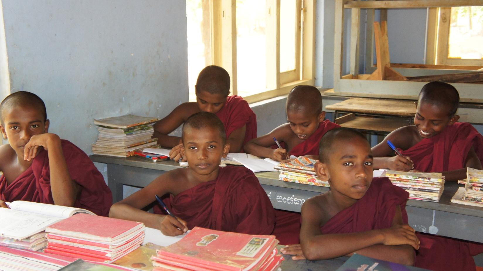 Jeden Tag lernen die Novizen über viele Stunden in Stille und hoher Konzentration