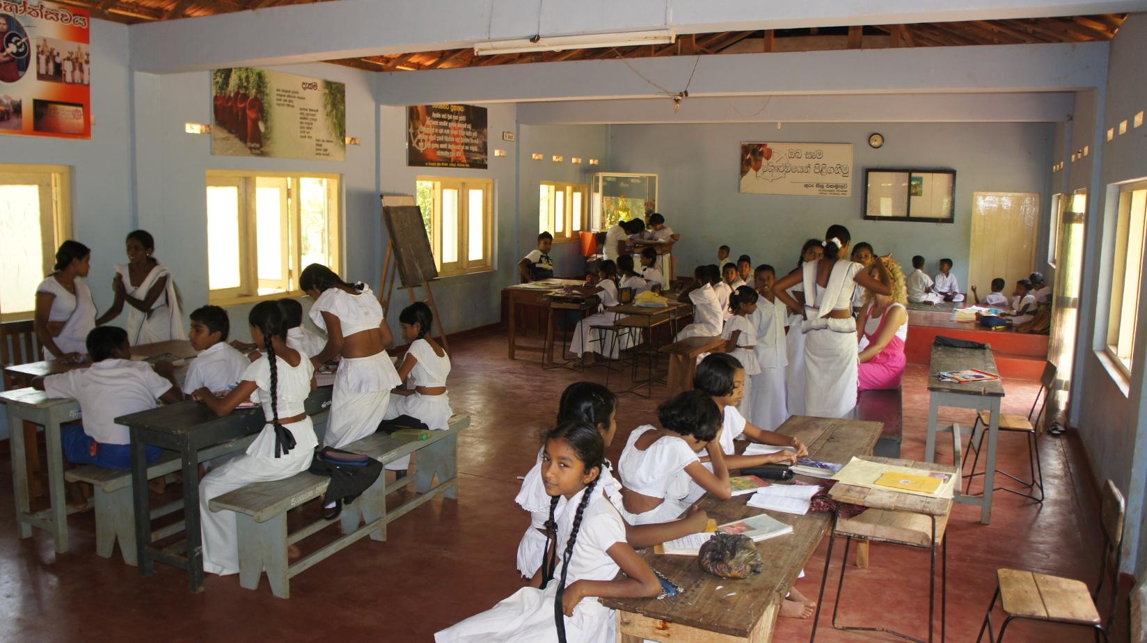 Jeden Sonntag lernen die Kinder aus der Umgebung in der Mönchsschule