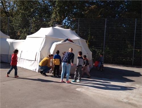 In den Domo-Zelten beginnt die Kinderwelt